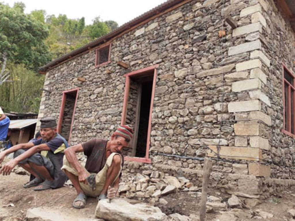 Rebuilding house in Gorkha. photo: discovery4p.com
